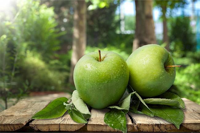 Green apple Granny Smith - caloies, wieght