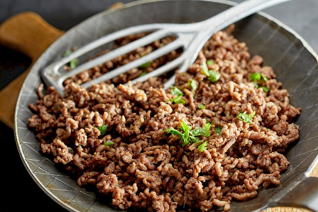 Cooked ground beef - caloies, wieght