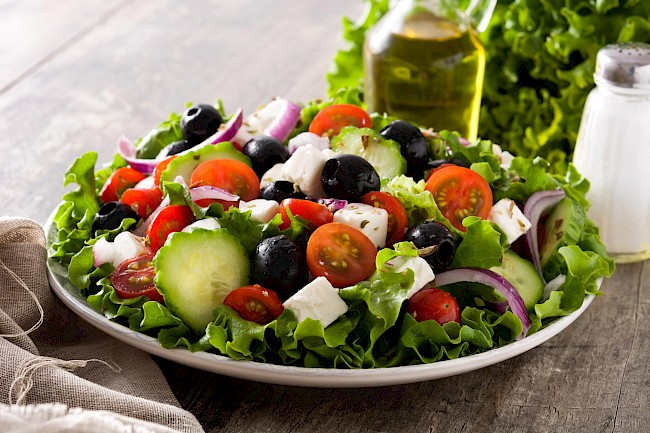Greek salad - caloies, wieght
