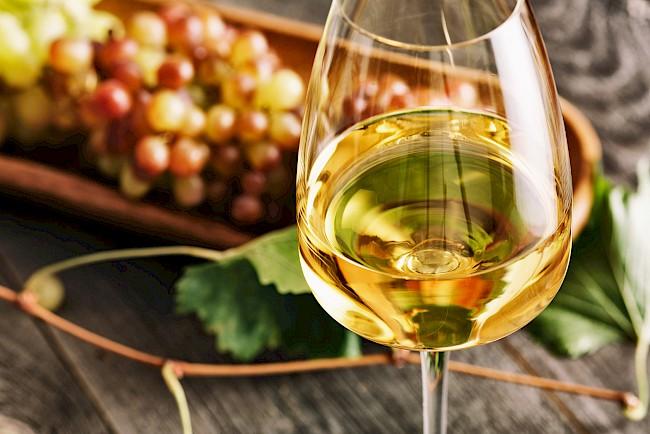 White wine - nutrition, vitamins, minerals