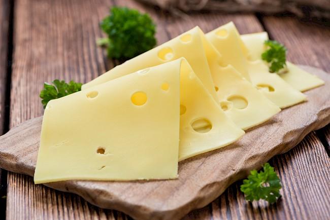 Swiss cheese - kalorie, kcal, ile waży