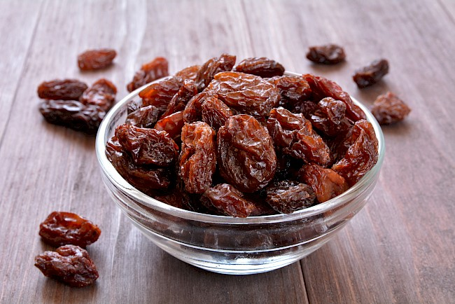 Raisins - nutrition, vitamins, minerals