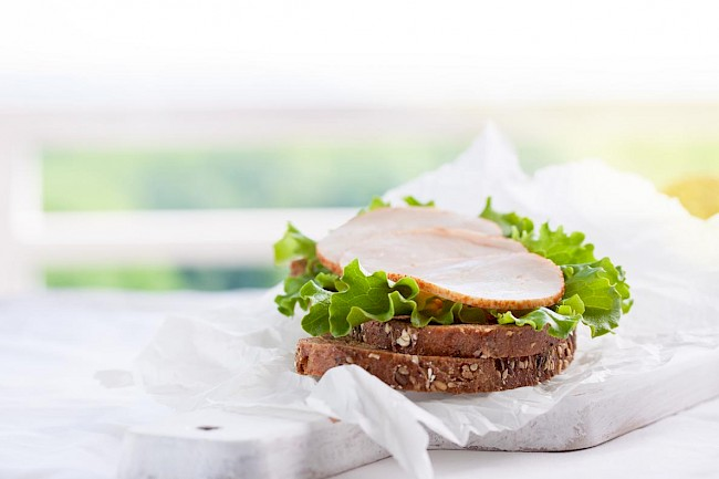 Turkey ham - kalorie, kcal, ile waży